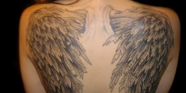 Тату на спине виде ангела с крыльями