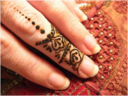 Dots on Finger Bridal Mehndi Designs