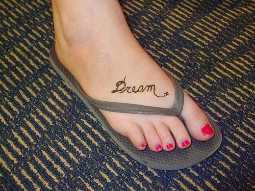 Dream on Foot Simple Mehndi Designs