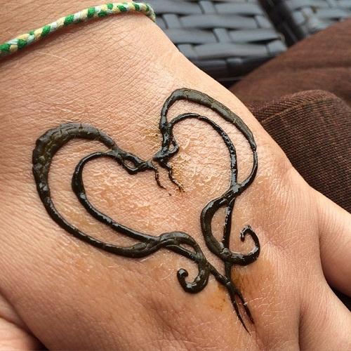 Heart Snake Simple Mehndi Designs