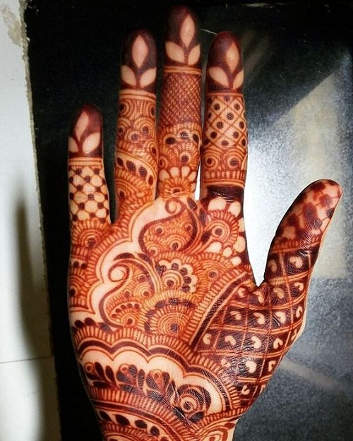 Hearts and Leaves Arabic Mehndi Designs