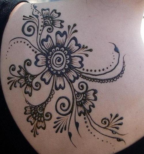 Huge Flowers on Upper Back Simple Mehndi Designs