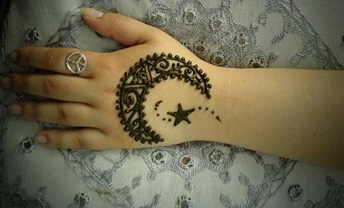 Moon and Star Simple Mehndi Designs