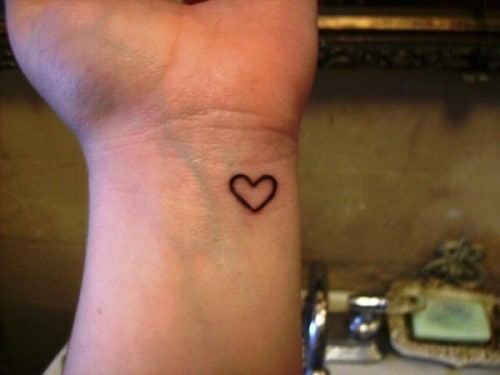 Tiny Heart on Wrist Simple Mehndi Designs
