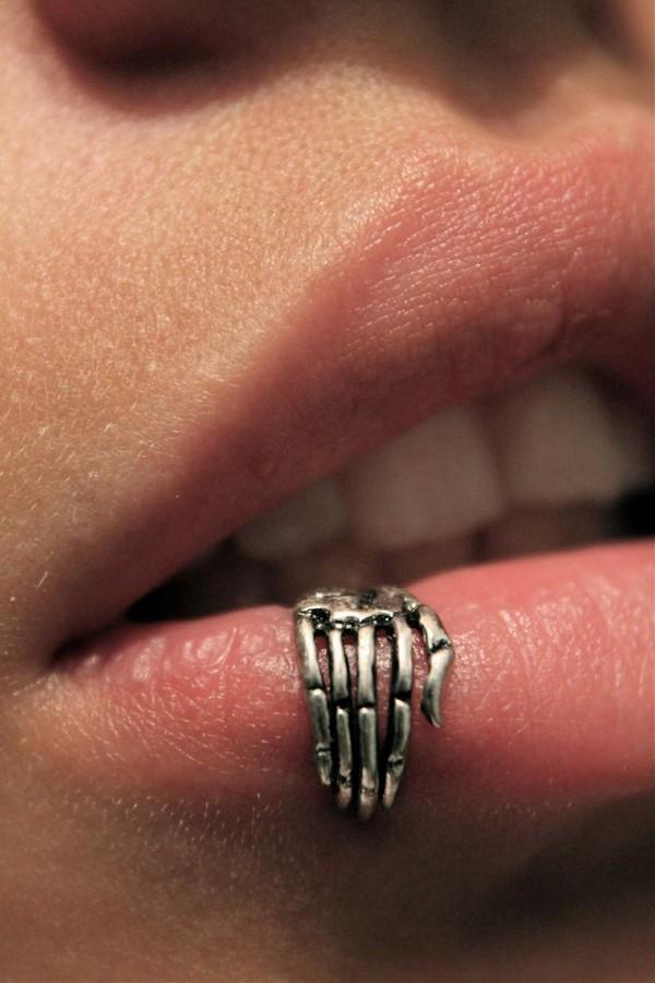 Lip Cuff