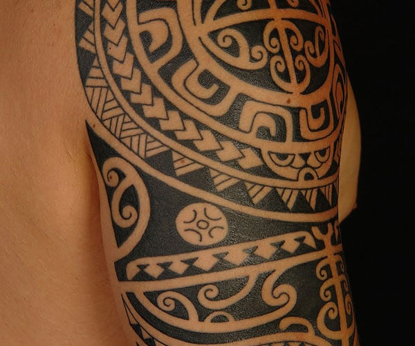 polynesian shoulder tattoo