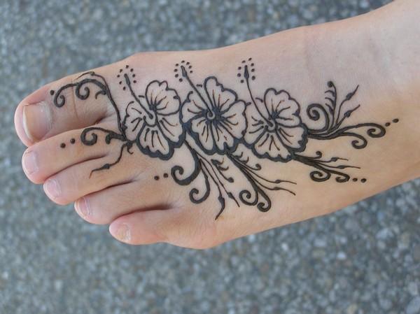Henna Flowers Tattoo On Feet