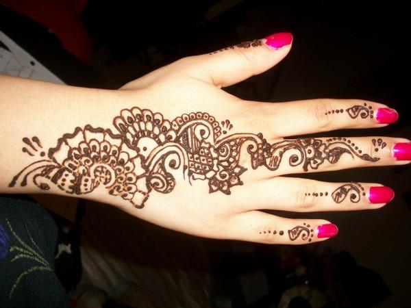 Trendy Henna Tattoo