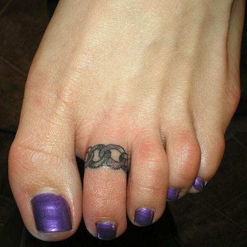 Metal Links on Toe Foot Tattoo