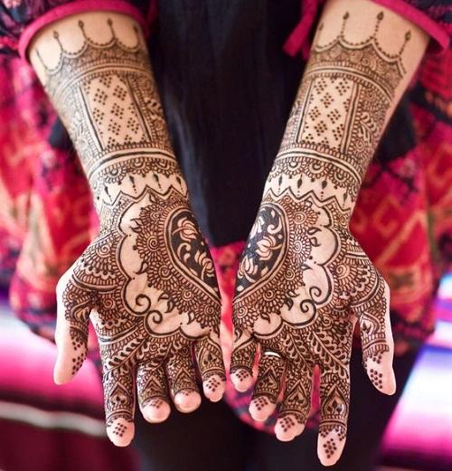 Adorable Heart Arabic Mehndi Designs