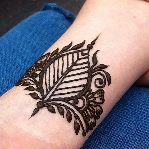 Black Feather Arabic Mehndi Designs