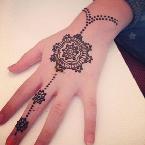 Bracelet-Like Arabic Mehndi Designs