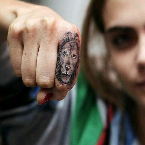Lion Tattoo On Finger Cara