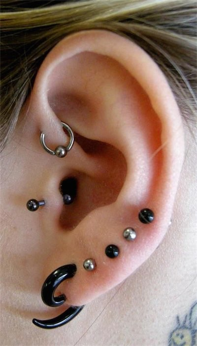 Black Barbell Piercing Tragus
