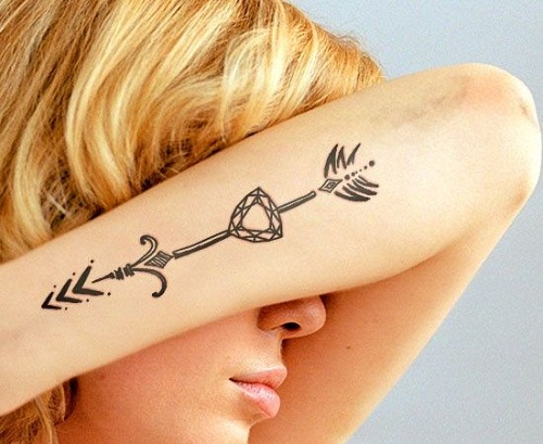 black-arrow-diamond-tattoo