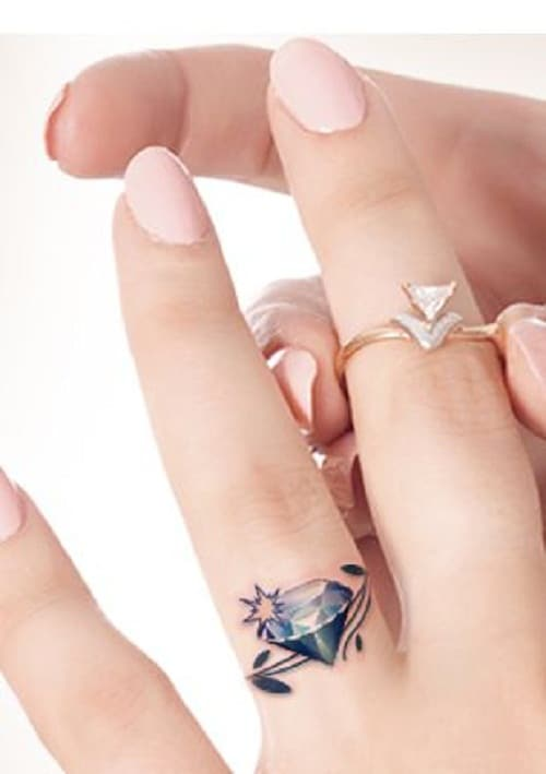 ring-finger-diamond-tattoo