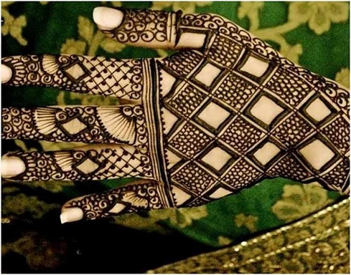 Diamond and Scales Bridal Mehndi Designs