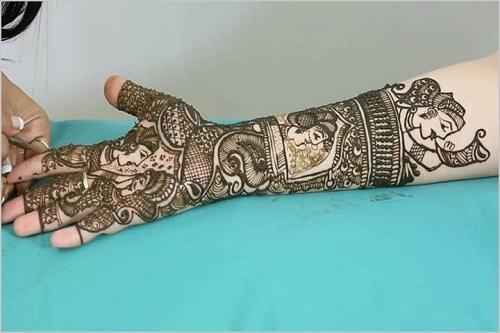 Exquisitely-Designed Bridal Mehndi Designs