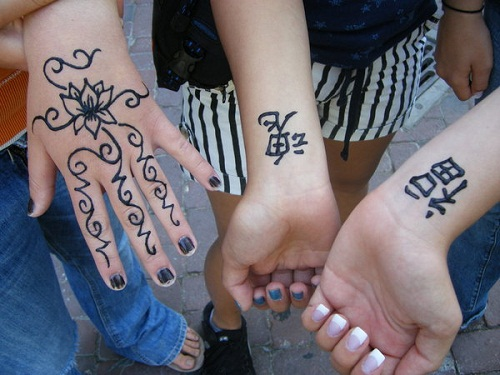 Flowers and Chinese Characters Simple Mehndi Designs