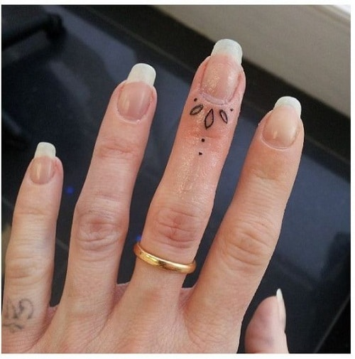 Tiny Finger Simple Mehndi Designs